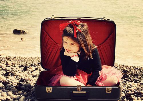 fille et valise